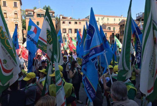 #FuoriServizio, 6 maggio:le immagini dello sciopero
