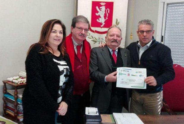 Terremoto: Ente Bilaterale Terziario e Turismo consegna contributo a sindaco di Norcia