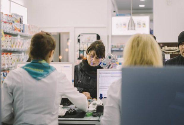 """Via libera ai vaccini in farmacia, sindacati: """"Tutele e sicurezza"""""""